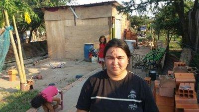 Madre de 4 hijos pide ayuda solidaria