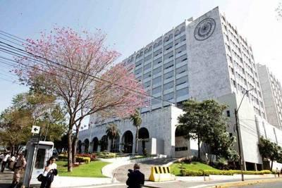 Manejo de US$ 200 millones enfrenta a ministro de Corte