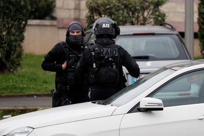 Abatido francés que intentó quitar arma a soldado en aeropuerto