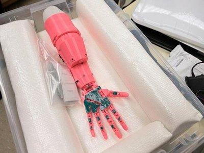 Con tecnología 3D presos hacen prótesis para niños