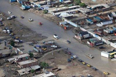 Perú intenta emerger del lodo pero lluvias siguen en el norte