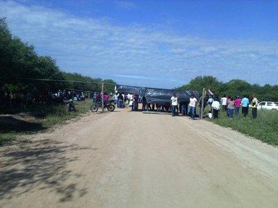 Pobladores cierran ruta camino a Colonia Ceibo