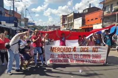 """Continúa tensión en el Mercado 4 por el """"impuestazo"""" de Mario"""