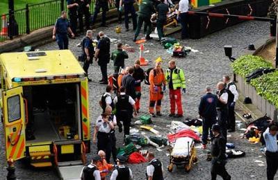 Impactantes fotos del atentado en el Parlamento de Londres. Aviso: Imágenes Fuertes.