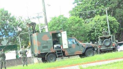 Militares brasileños se prepararan para controlar la frontera