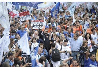Argentina: Docentes toman las calles y levantan huelga