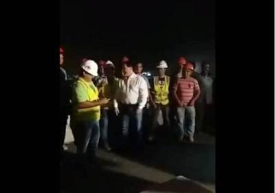 Repentina visita de Cartes al superviaducto anima a los trabajadores