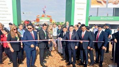 Cartes inauguró feria agrícola en Yguazú