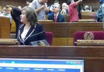 Acevedo llama a sesión para el jueves, senadores pro enmienda quieren hoy