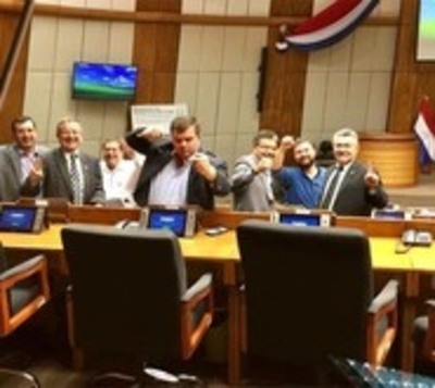 Diputados se atrincheran en el Congreso: 'No van a usar nuestra sala'