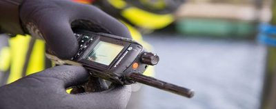 Nueva radio de Motorola proporciona una comunicación oportuna y confiable.