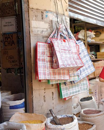 Bolsas de polietileno costarán entre G. 100  y G. 250 en comercios