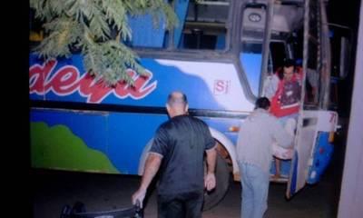 Bus actuó de ambulancia y trajo un herido del interior