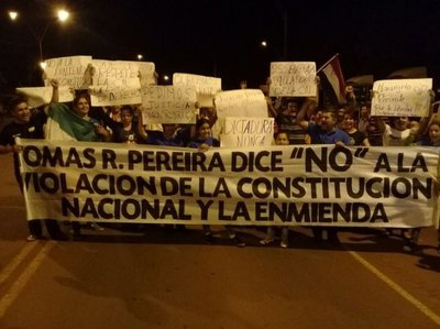 Protestas contra Cartes en varios rincones del país