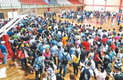 Mil personas con Informconf acudieron a feria de empleo