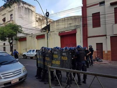 Denunciarán a la Policía por brutal represión