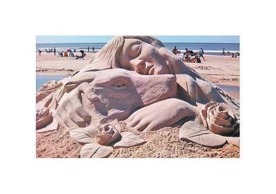 Esculturas de arena invitan a vivir la Semana Santa en la Costanera