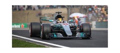 Hamilton vuela en China y saldrá desde el pole position