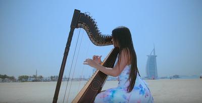 El arpa paraguaya que suena en Dubái