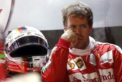 Vettel domina, Button vuelve