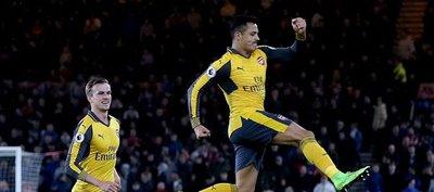 Dos pinceladas de Alexis y Özil reviven al Arsenal