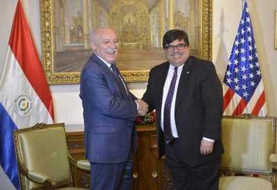 Emisario de EE:UU afirma que decisión de Cartes trajo un efecto pacificador