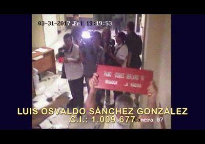 Video muestra a imputados con bombas molotov en el PLRA