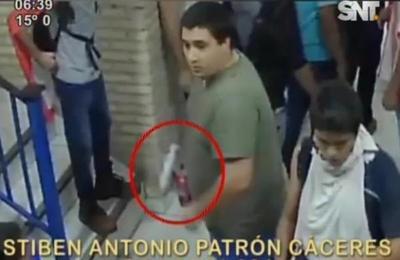 Cámaras de seguridad muestran bombas molotov en local de PLRA