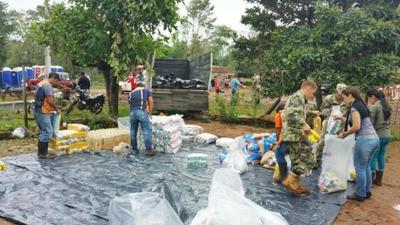 SEN evalúa daños y entrega víveres a familias afectadas