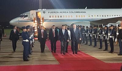El presidente colombiano llegó anoche a nuestro país