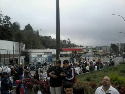 """Venezolanos protestan con """"Gran Platón"""""""