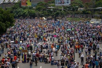 """""""Plantón"""" en Venezuela contra el chavism0"""