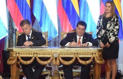 Santos compromete a Colombia en ayudar al Paraguay en seguridad