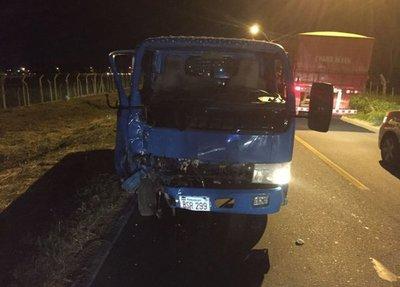 Motociclista muere tras impactar contra un camión