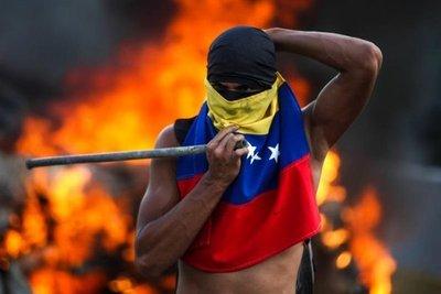 Oposición se planta en las calles en jornada con muertos