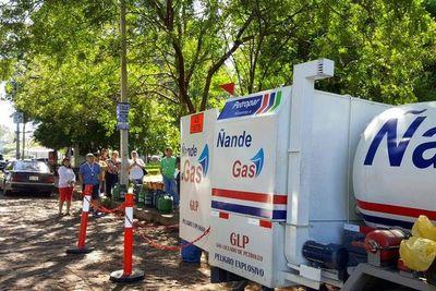 Camión de Petropar cargó gas a 500 familias