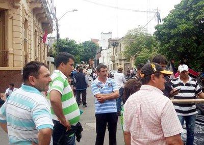 Queja de manifestantes porque no avanzan las negociaciones