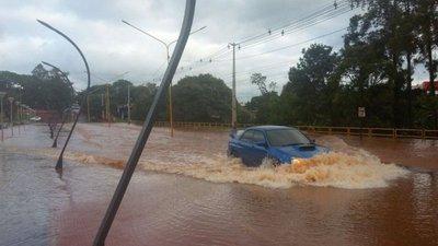 Desborde de Lago de la República causa caos vehicular en CDE