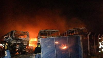 ¿Sabotaje o accidente? Se incendian buses en Lambaré
