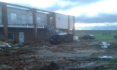 Tornado causó destrozos
