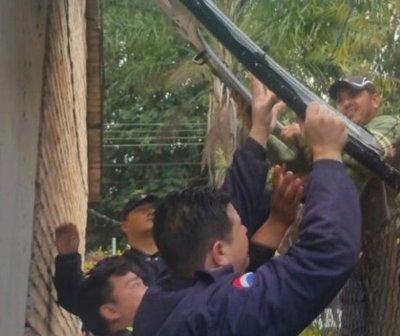 Insólito: puerta de helicóptero de la policía cae sobre una casa en CDE