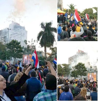 "Así festejaron frente al Congreso la ""muerte"" de la enmienda"