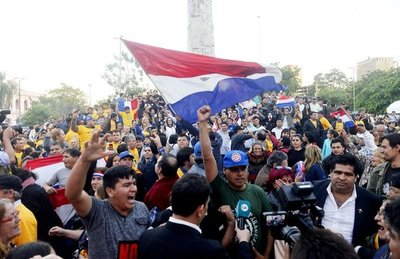 La ciudadanía celebra su triunfo en defensa de la paz y la democracia