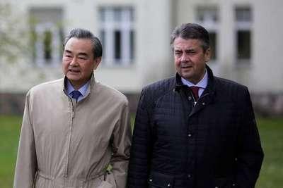 China exige cese de maniobras militares de EE.UU. en la región