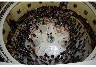 Texas da un primer paso para prohibir las ciudades santuario