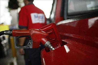 Analizan bajar porcentaje de alcohol en combustibles