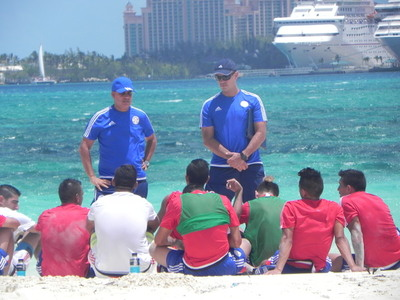 La Albirroja Fútbol Playa entrenó este sábado en Down Town