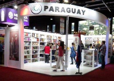 Stand paraguayo celebra a Augusto Roa Bastos en feria de Buenos Aires