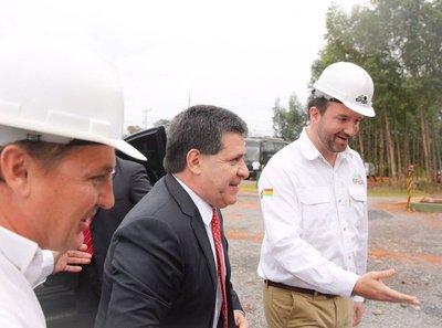 Inauguran en Villeta moderna Industria forestal