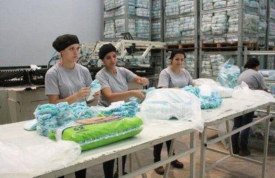 Arrancó la primera fábrica de pañales  desechables  del país